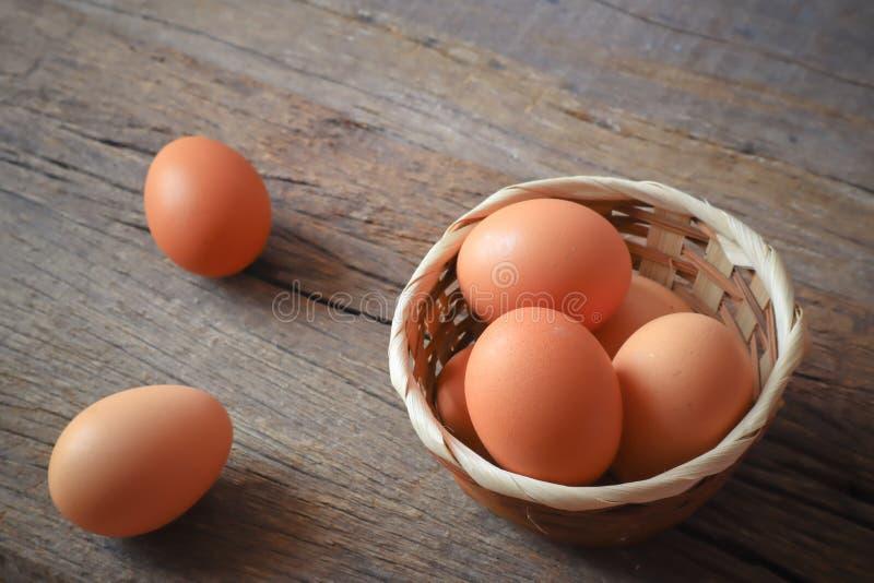 Eier für Frühstücksnahrung in der Küche lizenzfreie stockfotos