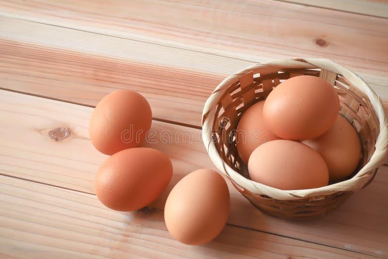 Eier für Frühstücksnahrung in der Küche lizenzfreie stockbilder