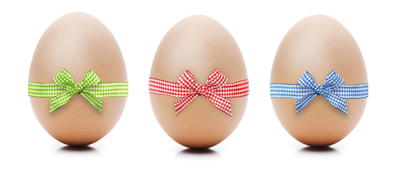 Eier mit Schleife lizenzfreies stockbild