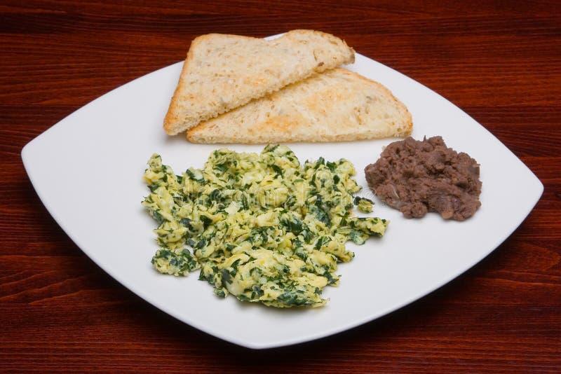 Eier mit Spinat 2 lizenzfreie stockfotografie