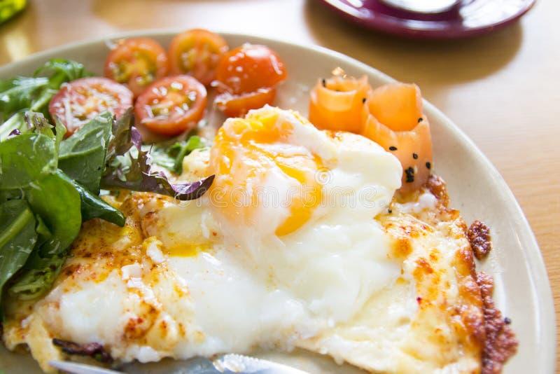 Eier zum Frühstück lizenzfreie stockbilder