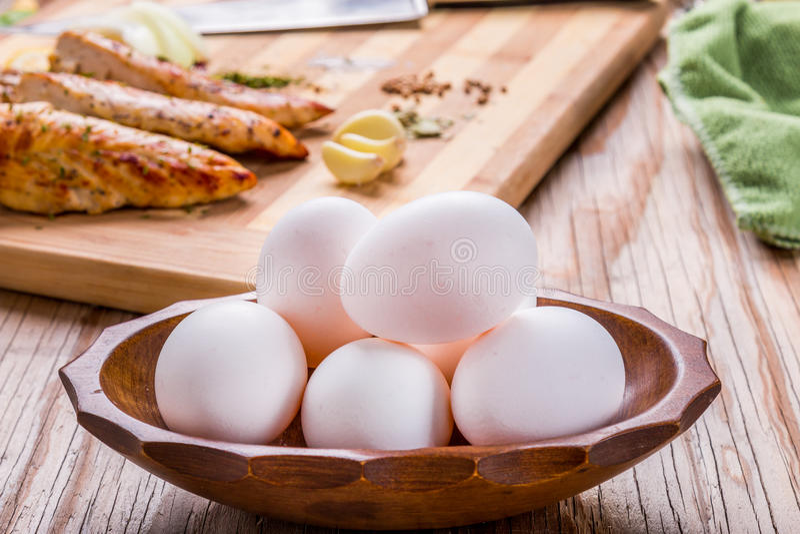 Eieren en grillkip stock fotografie