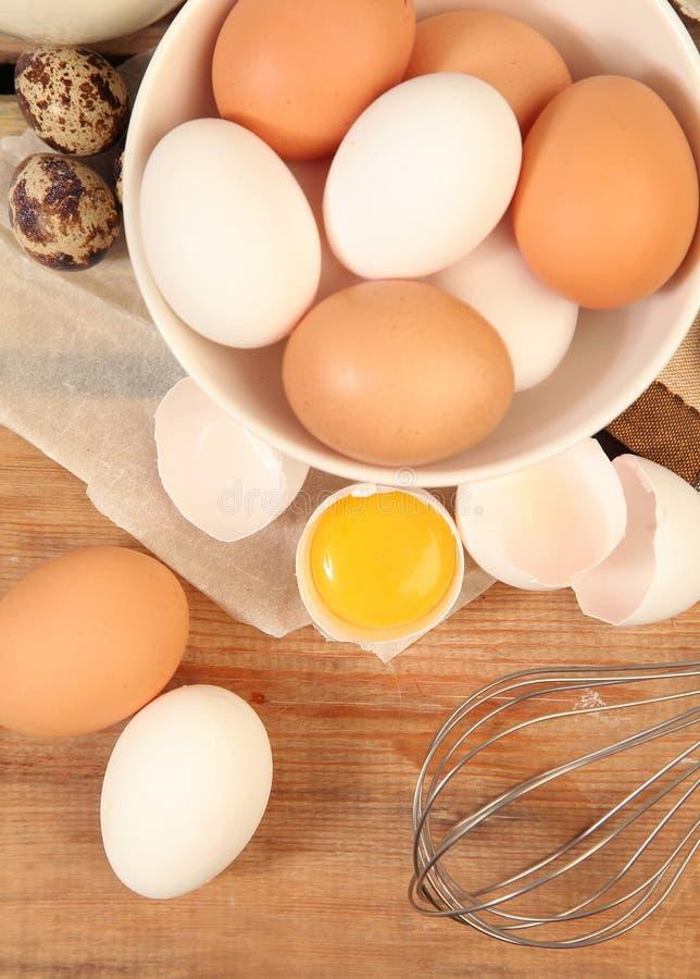 Eieren en mixer stock afbeelding