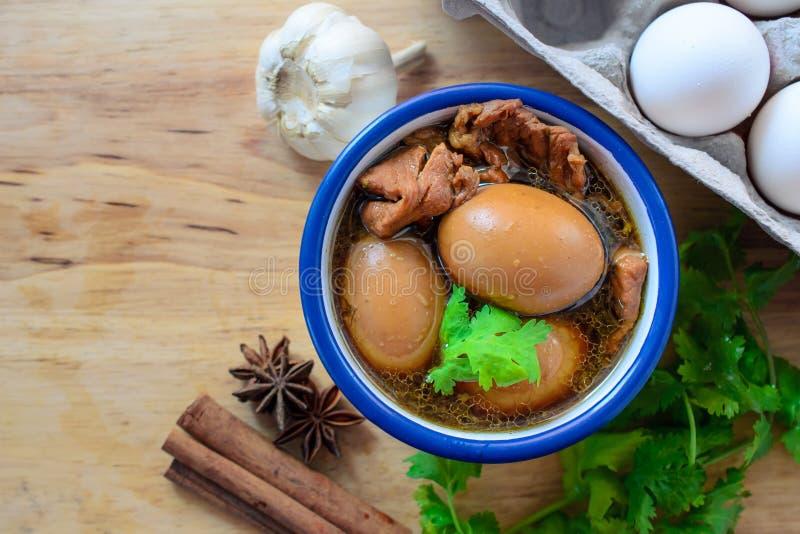 Eieren en varkensvlees in bruine saus met lege ruimte, Thaise Keuken, Boi royalty-vrije stock afbeeldingen