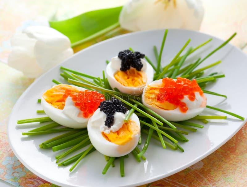 Eieren met kaviaar stock foto's