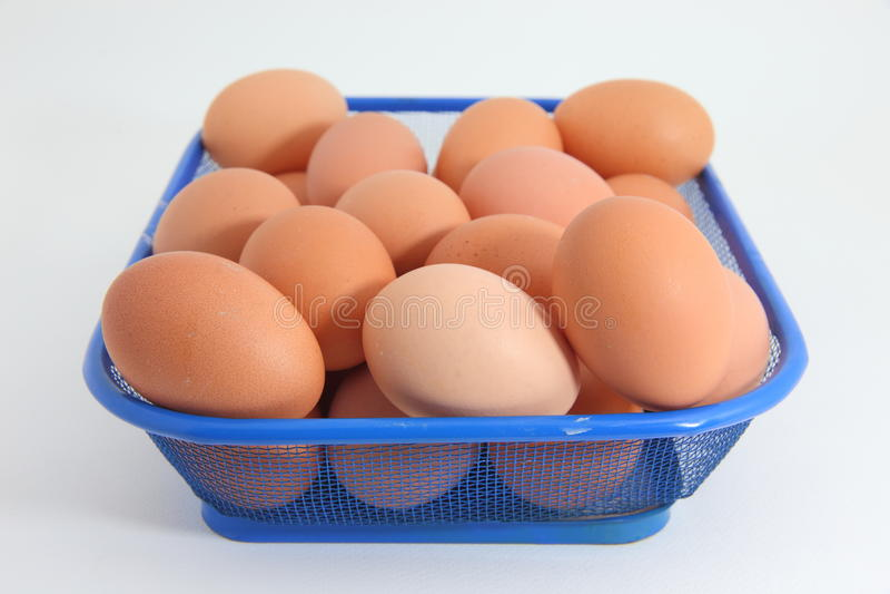 Eieren op de witte achtergrond stock afbeelding