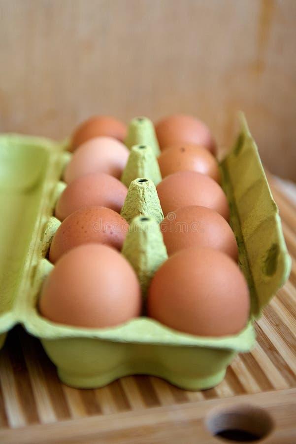 Eieren in verpakking stock afbeelding
