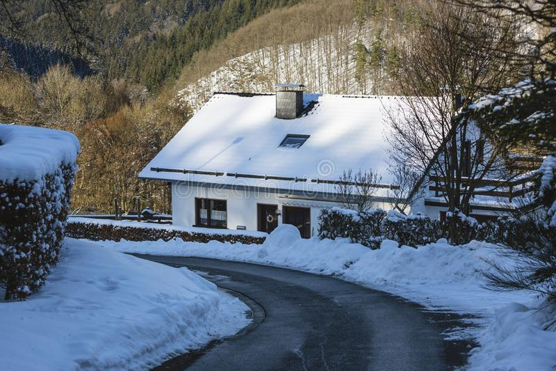 Download Eifel Wioska Widdau W Zimie, Niemcy Zdjęcie Stock - Obraz złożonej z krzywa, horyzontalny: 106910302