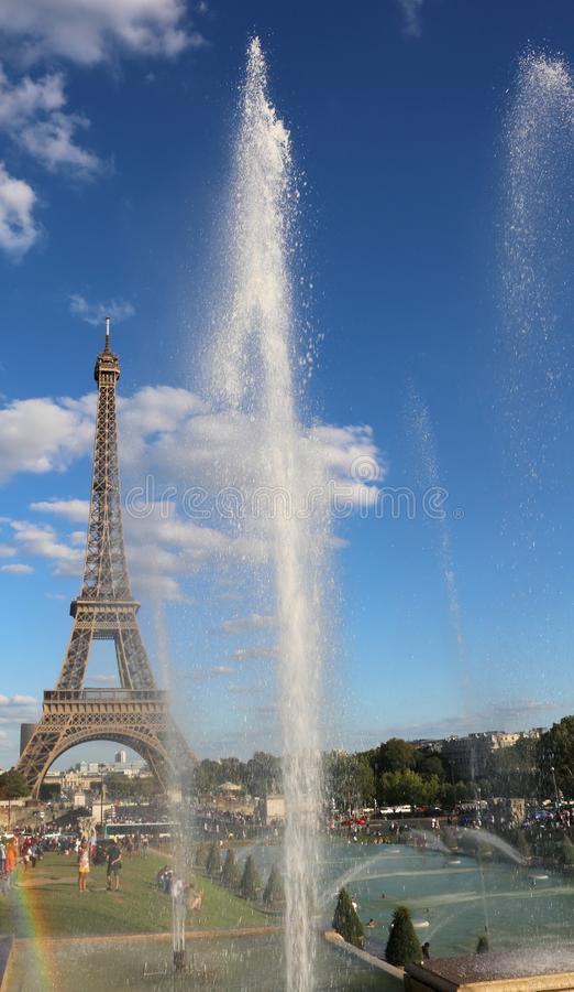Eiffeiltoren en de fonteinen van Trocadero Quartier stock fotografie