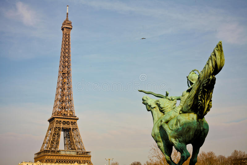 Download Eiffel стоковое фото. изображение насчитывающей строя - 33733976