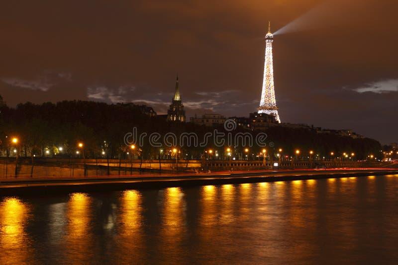eiffel nattparis torn royaltyfria bilder