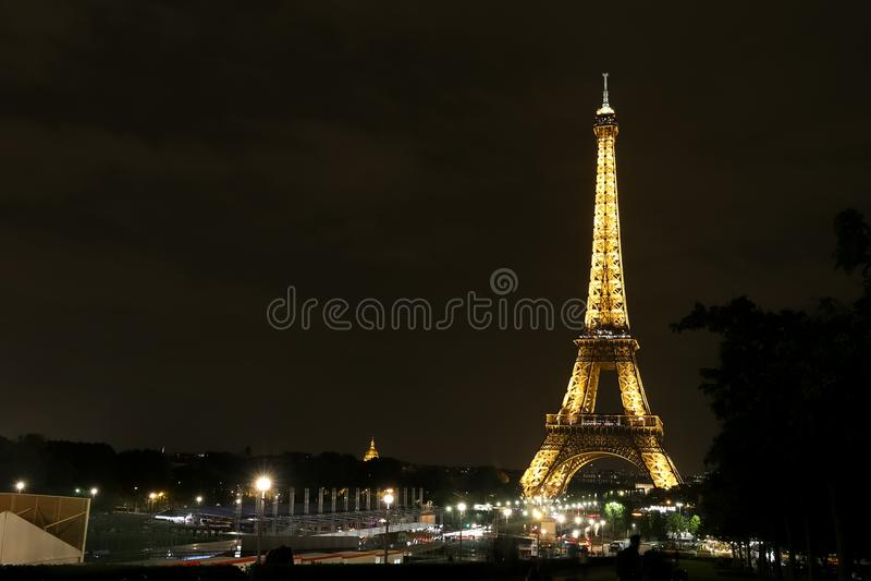 Download Eiffel paris torn redaktionell foto. Bild av europa - 106836475