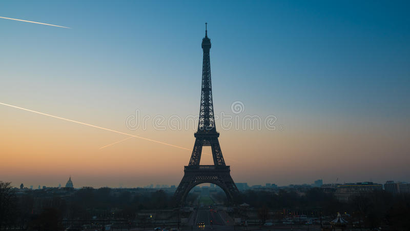 eiffel soluppgångtorn fotografering för bildbyråer