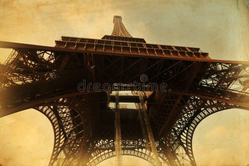 Eiffel står hög på pappers- tappning texturerar royaltyfria bilder