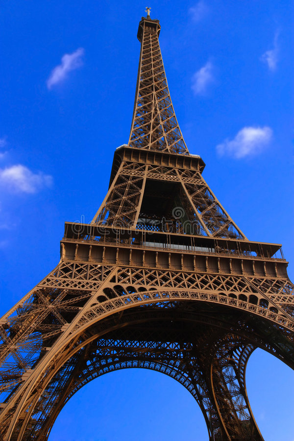 Free Eiffel Tower Royalty Free Stock Images - 672449
