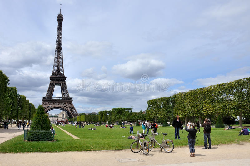 Download Eiffel Tower in Paris editorial photography. Image of bicycle - 22477517