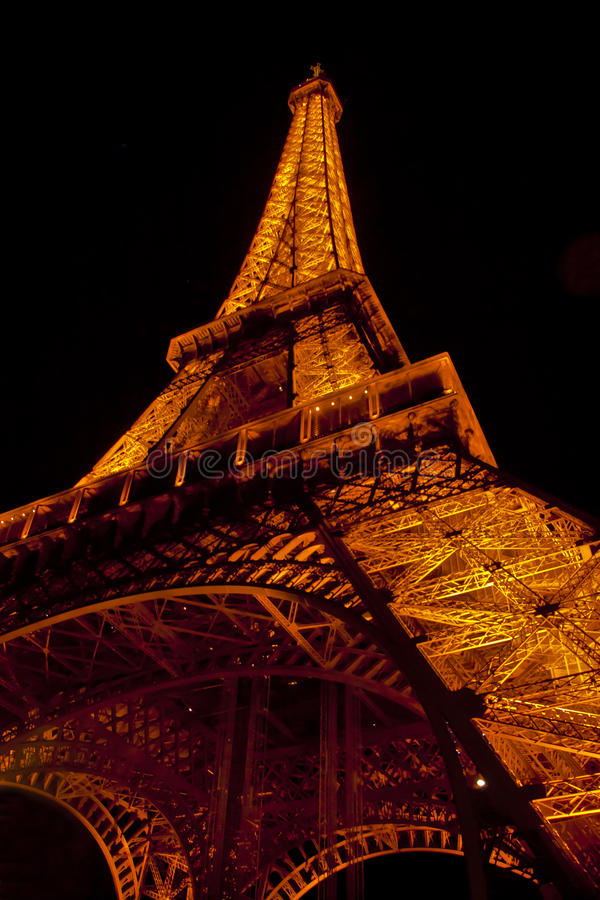 Download The Eiffel Tower In Paris By Night Editorial Stock Image - Image: 34856629