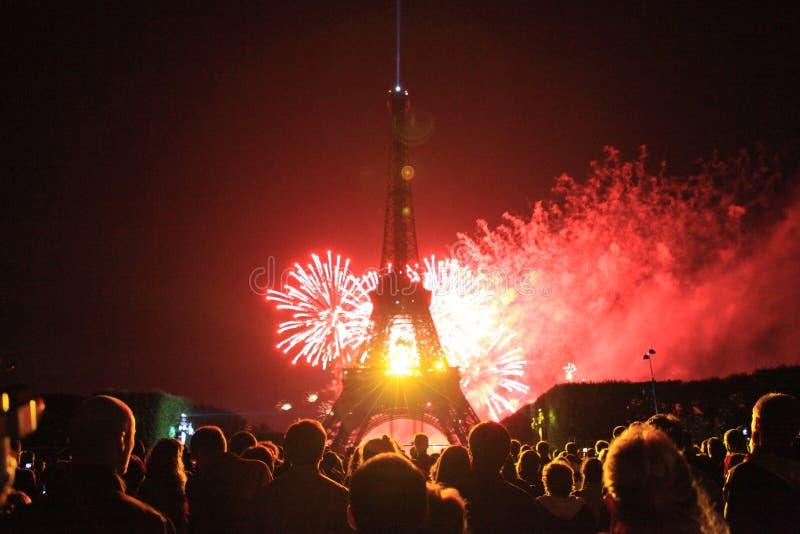 Eiffeltorn i den nationella dagen arkivbild