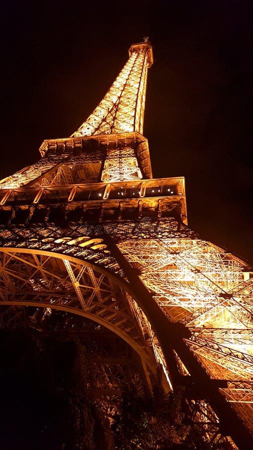 Eiffeltorn i Paris på natten arkivfoto
