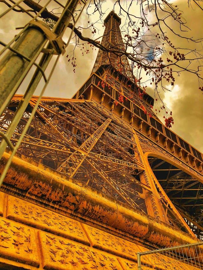 Eiffeltorn med orange stil Paris, Frankrike royaltyfri fotografi