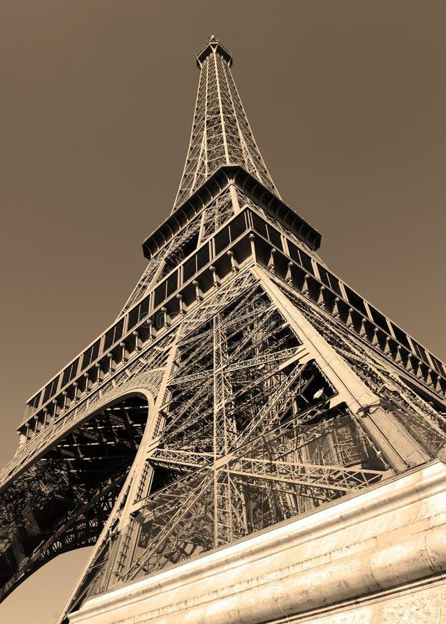 Eiffeltorn med sepiafiltret, Paris Frankrike arkivfoton
