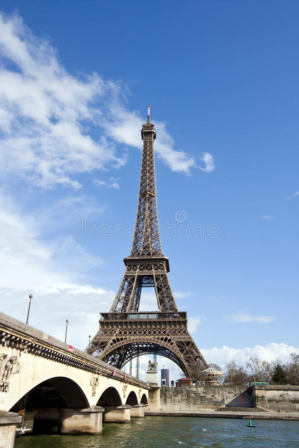 Eiffeltorn och flod Seine i Paris, Frankrike arkivfoton