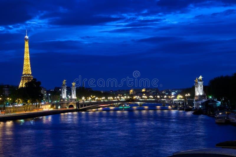 Eiffeltorn på natten royaltyfri foto