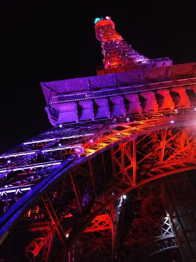 eiffeltower kolorów celów nocy piękna blacksky cudu purpurowy piękny zadziwiać obrazy stock