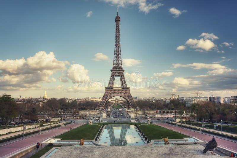 Eiffelturm gesehen von Trocadero-Gärten lizenzfreies stockfoto