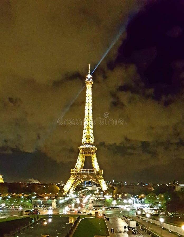 Eiffelturm nachts lizenzfreies stockbild