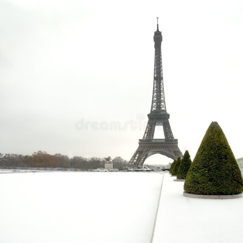 Eiffelturm unter Schnee - Paris lizenzfreie stockfotos