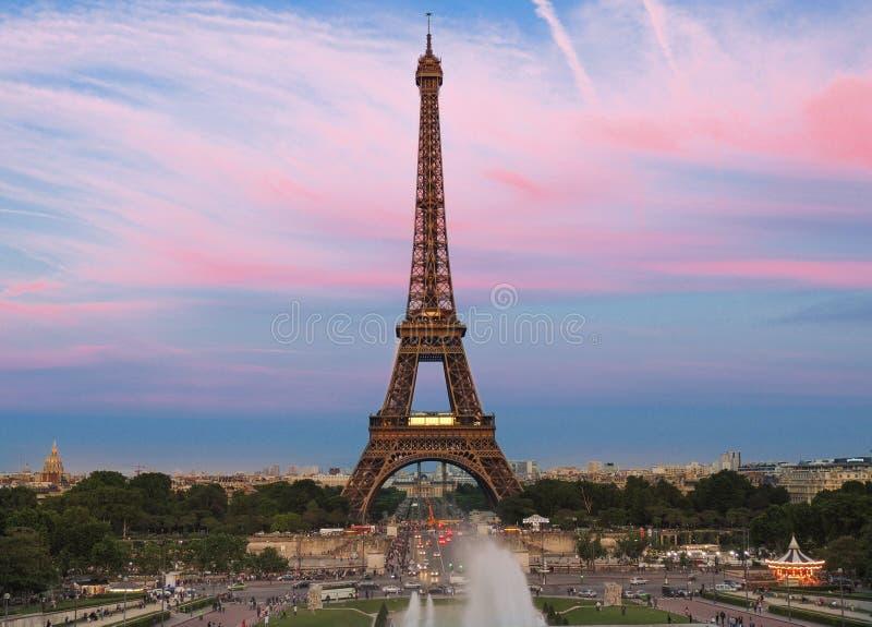 Eiffelturmansicht von trocadero Palais de Chaillot lizenzfreie stockfotos