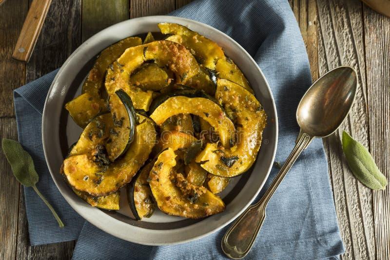 Eigengemaakt Autumn Baked Acorn Squash stock fotografie