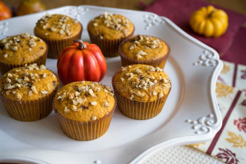Eigengemaakt Autumn Pumpkin Muffins stock fotografie