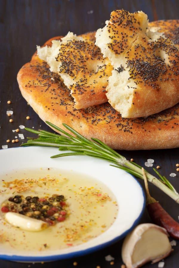 Eigengemaakt brood en onderdompeling. stock foto's