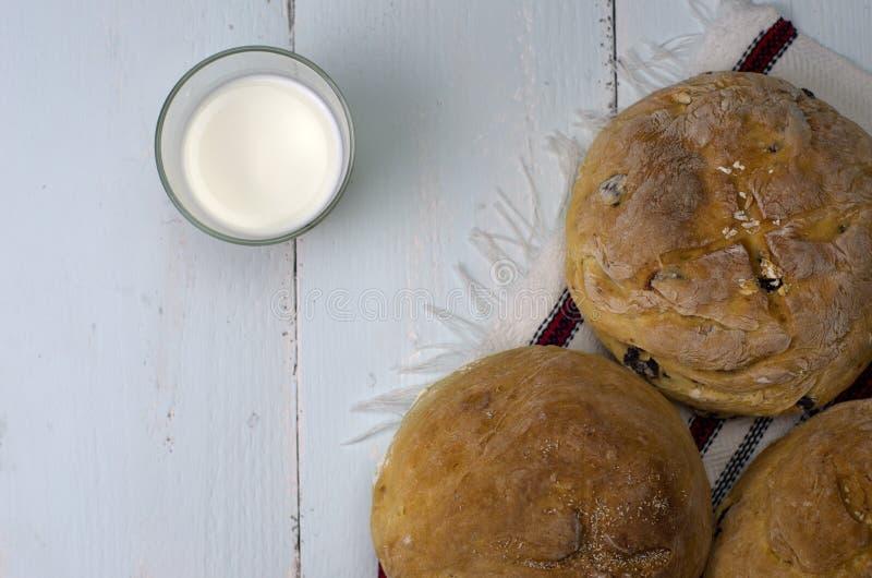 Eigengemaakt brood met melk royalty-vrije stock fotografie