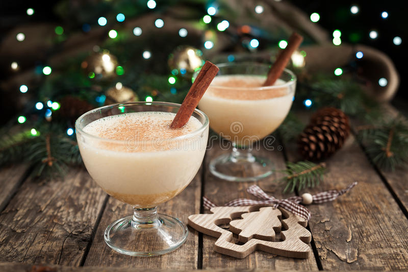 Eigengemaakt de winterei van eierpunch traditioneel Kerstmis, melk royalty-vrije stock foto's