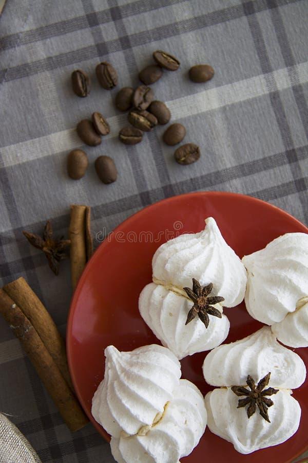 Eigengemaakt dessert van eieren en suiker royalty-vrije stock afbeelding