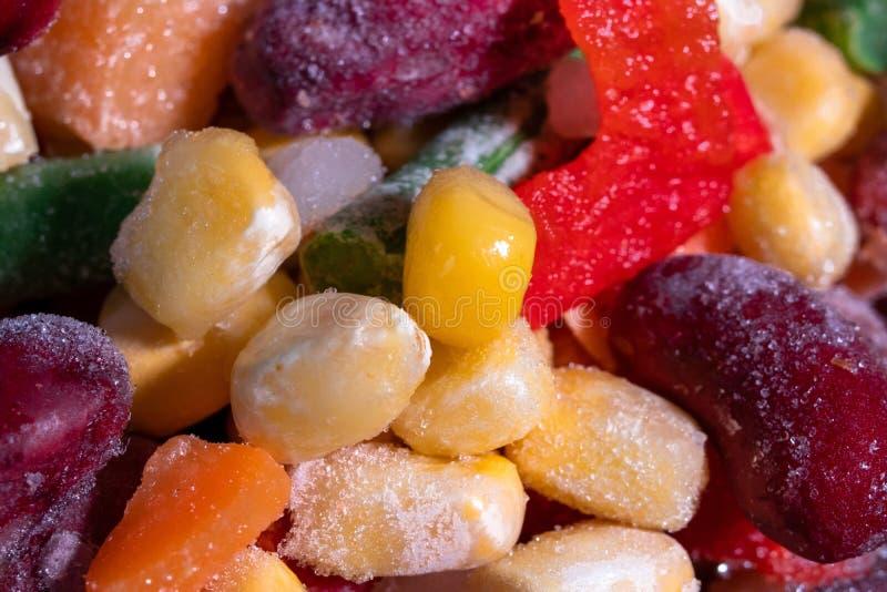 Eigengemaakt mengsel van bevroren groenten, macroclose-upachtergrond stock foto's