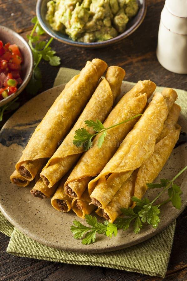 Eigengemaakt Mexicaans Rundvlees Taquitos royalty-vrije stock afbeeldingen