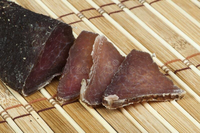 Eigengemaakt natuurlijk kalfsvlees droog vlees stock foto