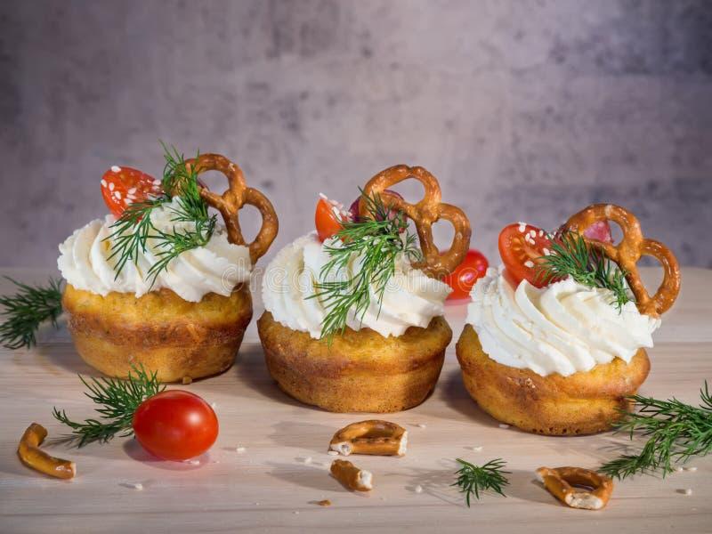 Eigengemaakt ongezoet smakelijk voorgerecht cupcakes royalty-vrije stock foto