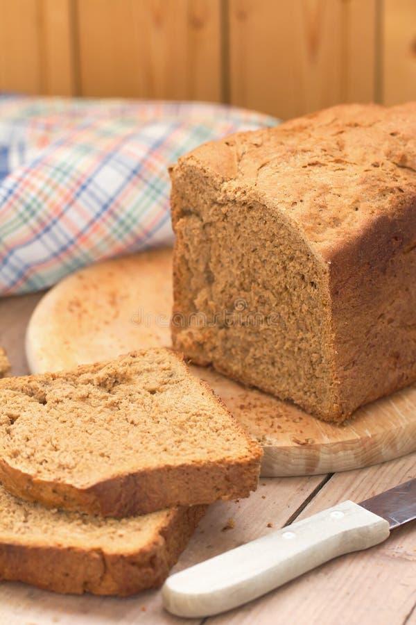 Download Eigengemaakt roggebrood stock afbeelding. Afbeelding bestaande uit baguette - 54080941