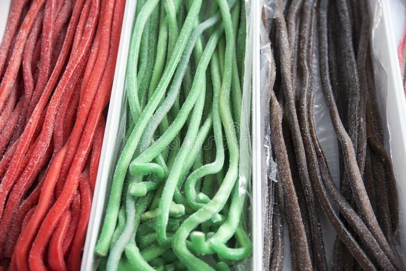 Eigengemaakt verdraaid kleurrijk verdraaid zoethoutsuikergoed als backgrou stock afbeeldingen