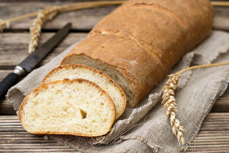 Eigengemaakt wit die brood van weikarnemelk wordt gemaakt stock afbeeldingen
