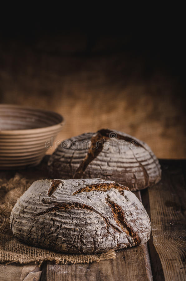 Eigengemaakt zuurdesembrood stock afbeelding