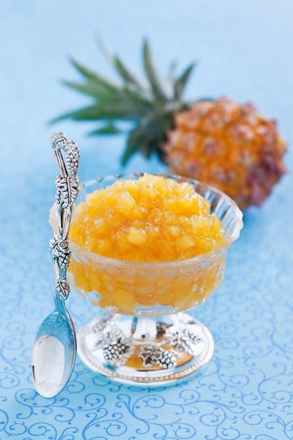 Eigengemaakte ananasjam stock foto