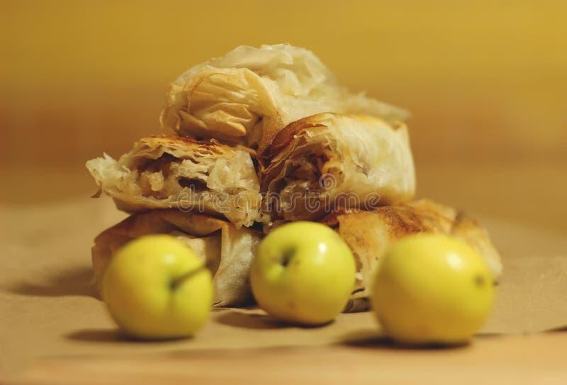 Eigengemaakte appeltaart stock foto