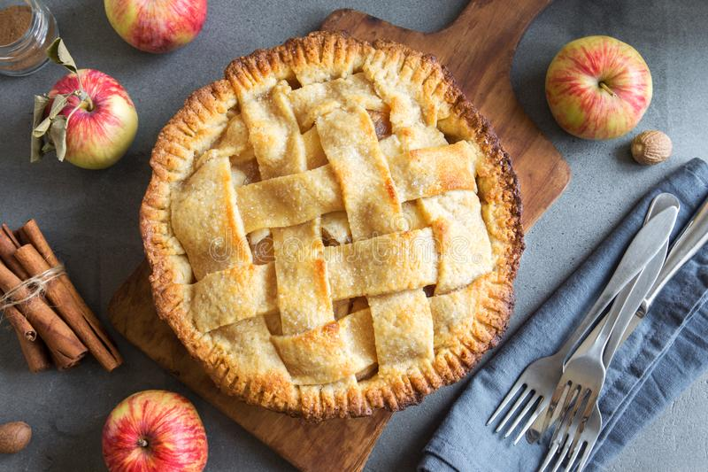 Eigengemaakte appeltaart royalty-vrije stock afbeelding