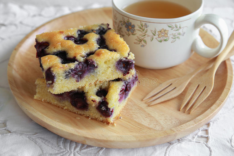 Eigengemaakte bosbessencake stock fotografie